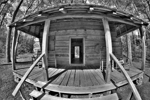Monochrome-2nd-PrimitivePorch-TedBoemanns