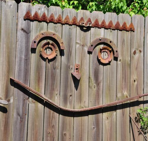 Novice Hon Men - Happy Fence - Nick Kahrs rsz